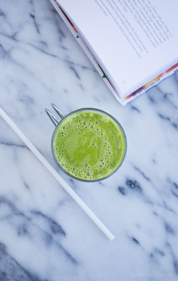 Green Smoothie - this basic green smoothie makes me feel completely energized. It's non-dairy, vegan and made with simply veggies and fruits. | @tasteLUVnourish