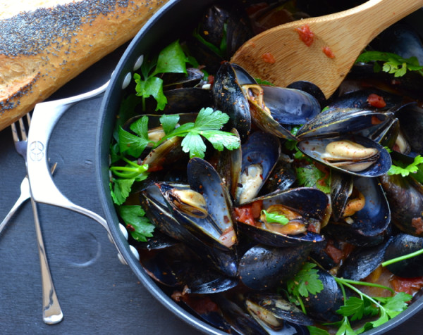 Mussels Marinara or Fra Diavolo | @tasteLUVnourish | #mussels #marinara #fradiavolo #authentic