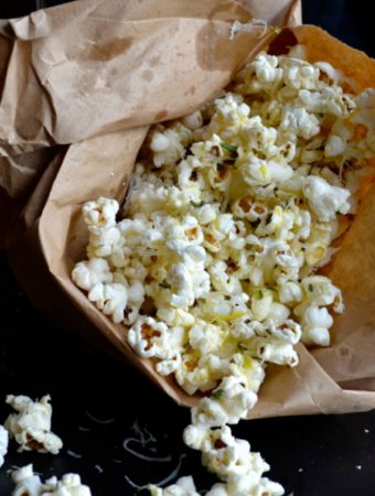 Rosemary Parmesan Popcorn Recipe - you are going to love this delicious flavor combination AND this easy fat-free method of popping corn in minutes! | @tasteLUVnourish