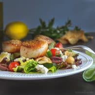Mediterranean Chopped Salad with Seared Scallops | @tasteLUVnourish on www.tasteloveandnourish.com