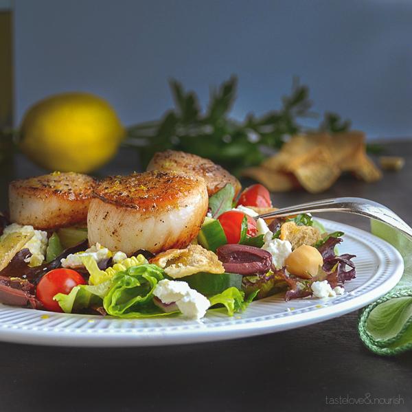 Mediterranean Chopped Salad with Seared Scallops | @tasteLUVnourish on www.tasteloveandnourish.com