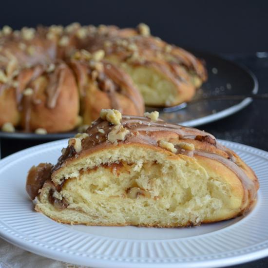 Apple Butter Danish Ring with Apple Spice Glaze | @tasteLUVnourish on www.tasteloveandnourish.com