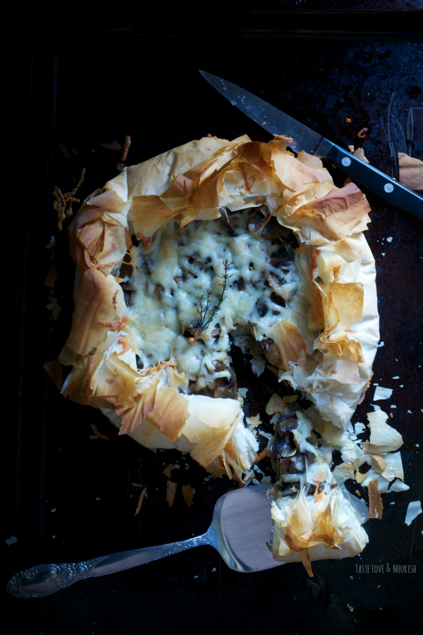 Mushroom Manchego Phyllo Galette - deeply browned mushrooms and buttery Manchego in a cloud of crisp phyllo. | @tasteLUVnourish | #appetizer #mushroom #manchego #galette