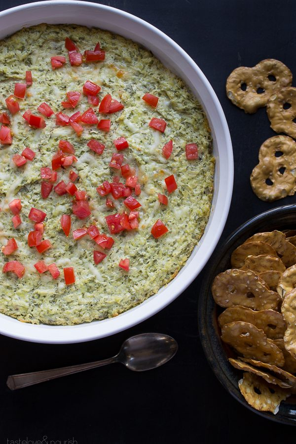 Baked Artichoke and Spinach Dip | @tasteLUVnourish | #bakedartichokedip #light