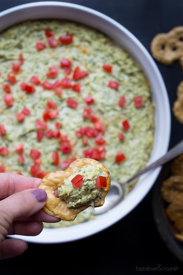 Baked Artichoke and Spinach Dip   @tasteLUVnourish   #bakedartichokedip #light