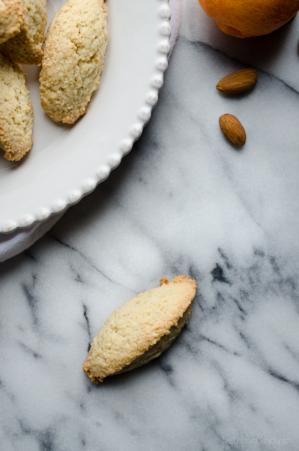 Almond Cookies - chewy on the inside and crisp on the outside, these are my favorite cookie! Naturally gluten free.   @tasteLUVnourish