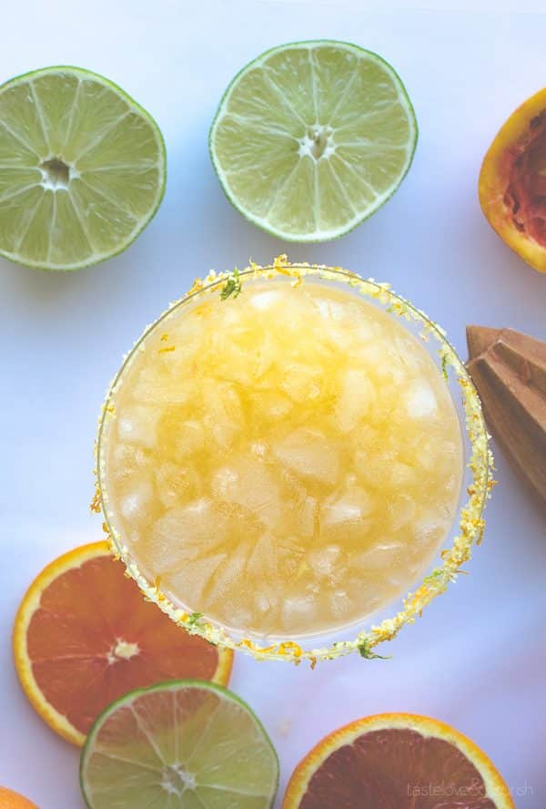 Cara Cara Margarita - using sweet and mellow Cara Cara oranges, this margarita is perfect! | From @tasteLUVnourish on www.tasteloveandnourish.com