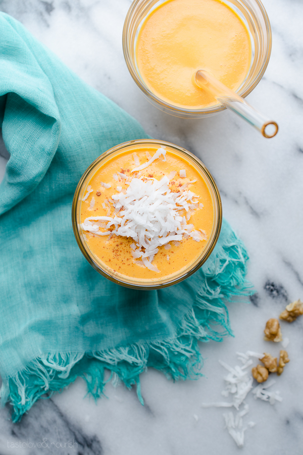 Carrot Cake Smoothie - the flavors of a slice of carrot cake, but without the fat and sugar overload. | @tasteLUVnourish on www.tasteloveandnourish.com