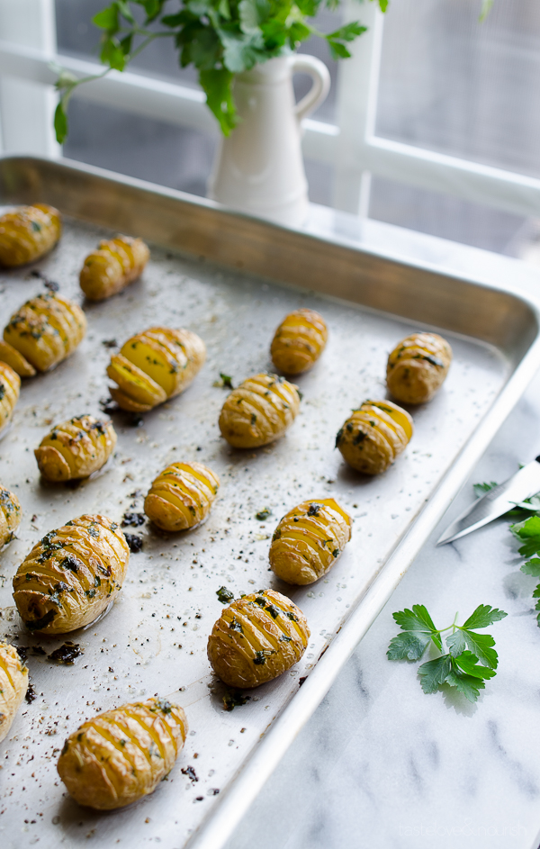 Hasselback Garlic and Herb Baby Potatoes - crispy and delicious! | @tasteLUVnourish on TasteLoveAndNourish.com