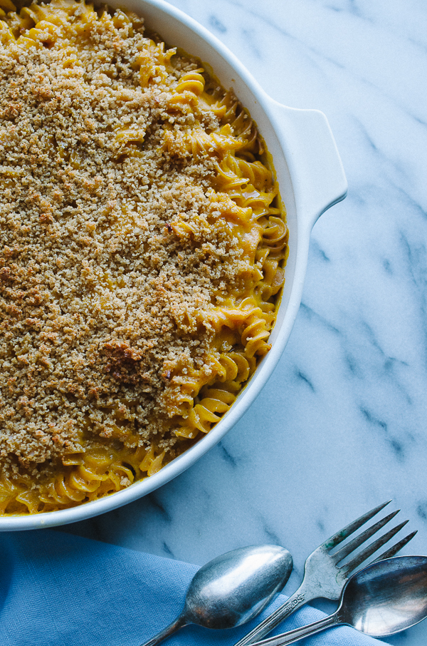 Butternut Baked Macaroni and Cheese - I love this lightened up version of traditional mac and cheese! It's so creamy with a crunchy panko top! | @tasteLUVnourish