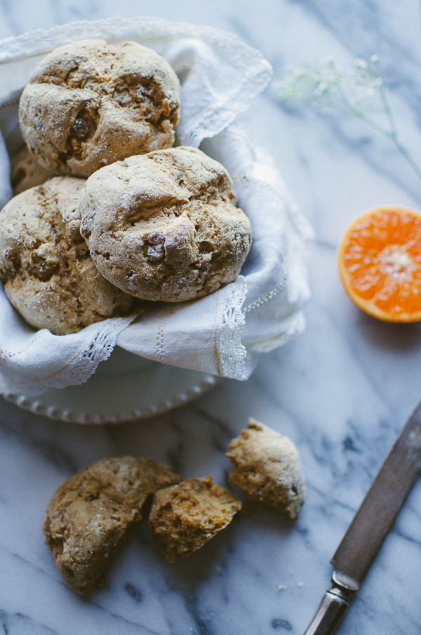 This Mini Irish Soda Bread recipe is unbelievable yummy and unbelievably vegan! Perfect portions with bits of orange soaked golden raisins. | @tasteLUVnourish