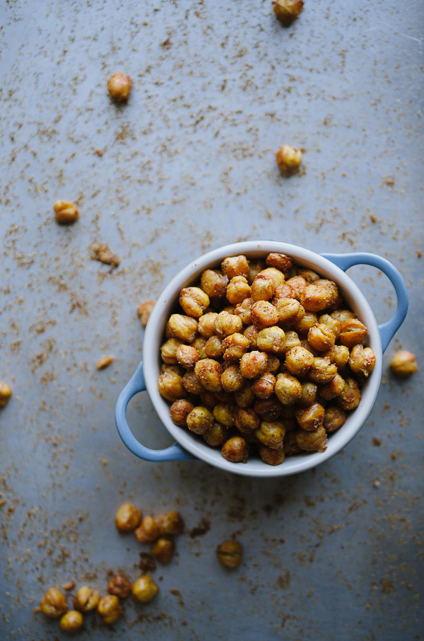 Spicy Roasted Chickpeas - this easy recipe yields the most crunchy and tasty healthy snack ever! These tips give you the best results!   @tasteLUVnourish