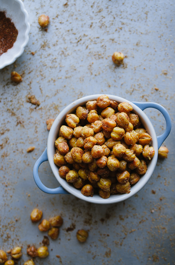 Spicy Roasted Chickpeas - this easy recipe yields the most crunchy and tasty healthy snack ever! These tips give you the best results! | @tasteLUVnourish