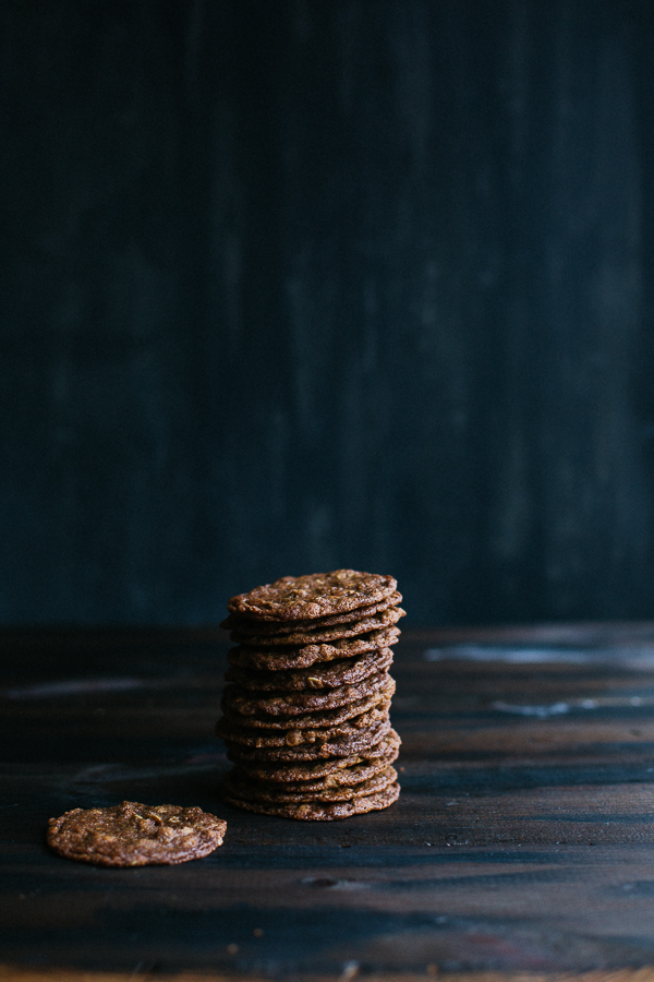 These irresistible Chai Spiced Oatmeal Crisps make a perfect gift! Free, printable labels to make gift-giving even easier! | @tasteLUVnourish