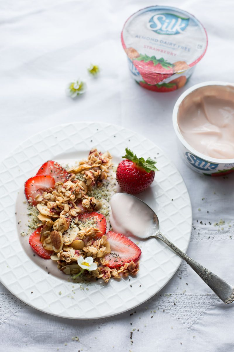 This Strawberry Almond Granola is made with fresh sweet strawberries and is packed with crunchy almonds, pure vanilla and sweet maple. Naturally gluten free and vegan. From @tasteLUVnourish
