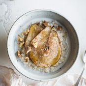 These Creamy Steel Cut Oats with Roasted Pears are a warm and cozy way to start the day. Made without refined sugar, deliciously vegan and naturally gluten-free. From @tasteLUVnourish