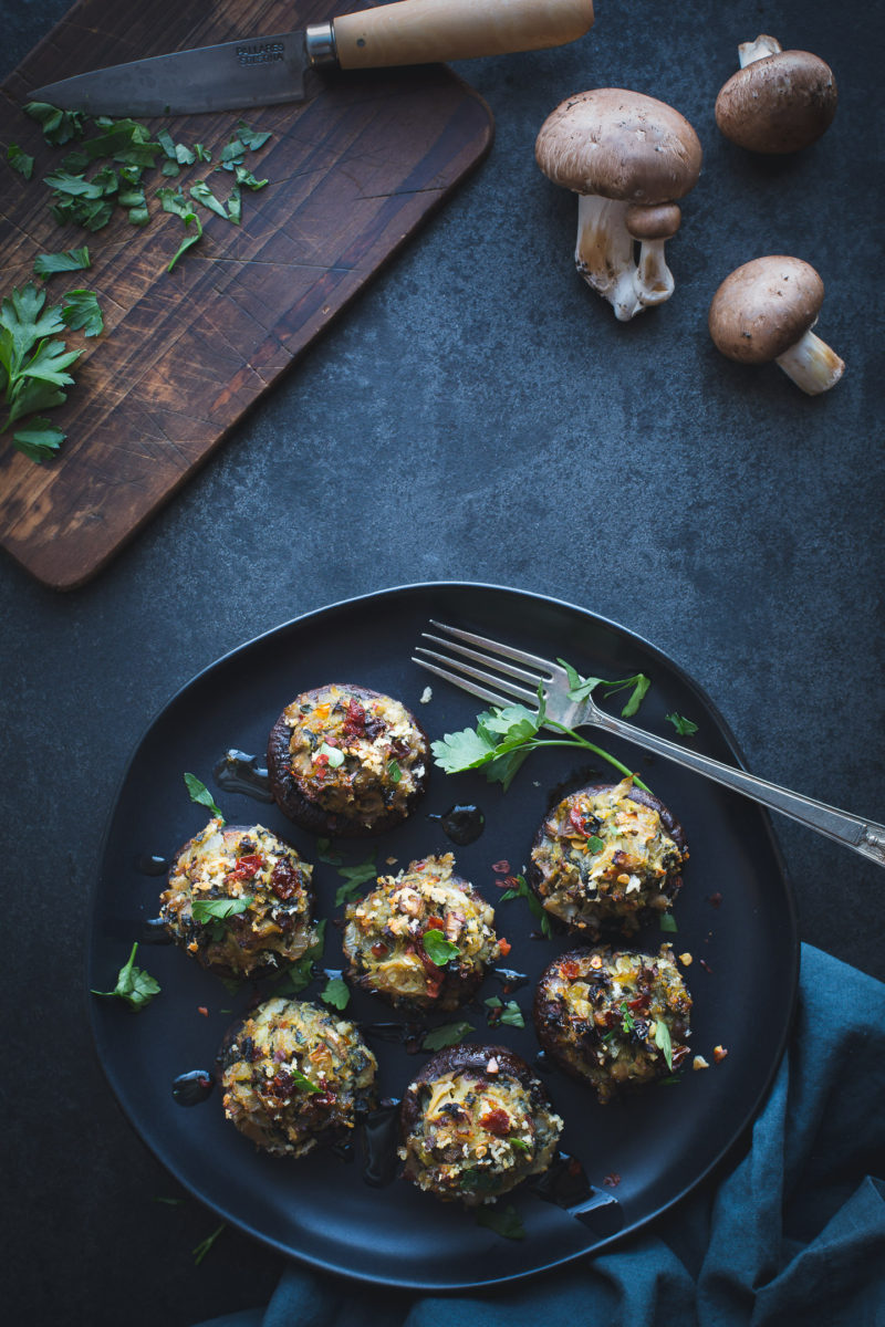 Spinach and Artichoke Stuffed Mushrooms - These simple stuffed mushrooms make a delicious appetizer or tasty dinner. www.tasteloveandnourish.com #vegan #vegetarian #glutenfreeoptions #appetizer #dinner #recipe #easy #healthy #tasteloveandnourish