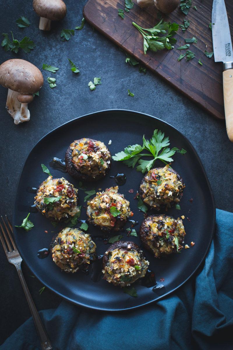 Spinach and Artichoke Stuffed Mushrooms - These simple stuffed mushrooms make a delicious appetizer or tasty dinner. www.tasteloveandnourish.com #vegan #vegetarian #glutenfreeoptions #appetizer #dinner #recipe #easy #healthy #tasteloveandnourish